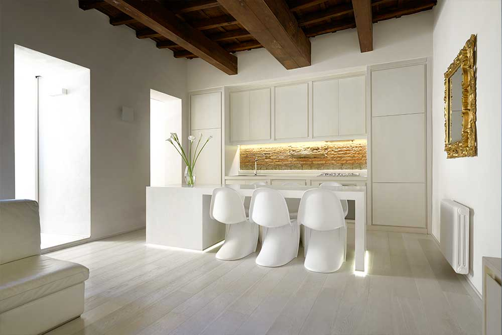 Casa G: dining and kitchen